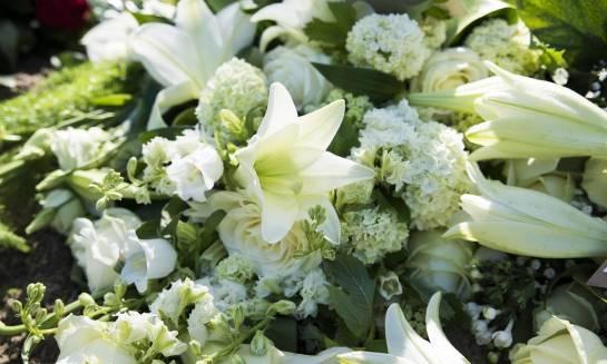 Z jakich kwiatów wykonuje się wiązanki pogrzebowe?