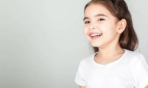 T-shirt jako uniwersalny element garderoby dla młodszych i starszych dzieci