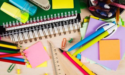 Przegląd artykułów papierniczych i biurowych, które ułatwią pracę w szkole