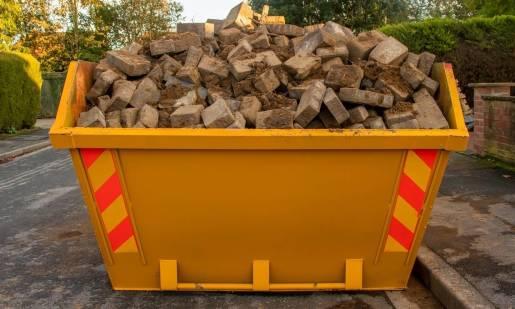Jakie odpady gromadzi i przewozi się w kontenerach?