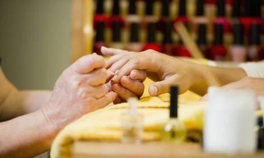 Manicure klasyczny i manicure hybrydowy. Porównanie