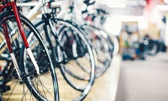 Czym się różni rower górski od szosowego?