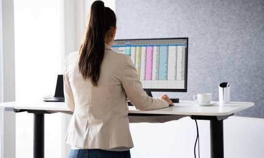 Jak działają biurka elektryczne?