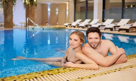 Zalety hotelu z basenem