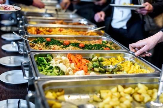 Jak zadbać o wyżywienie w trakcie szkolenia/konferencji?