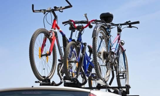Jak wybrać odpowiedni bagażnik samochodowy na rowery?