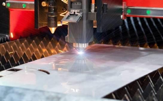 Jak wygląda laserowe cięcie blach?