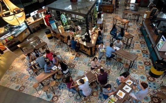 Stół jako ważny element umeblowania barów