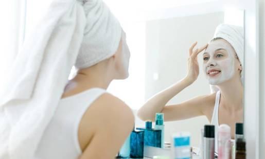 Kosmetyk 2w1 wart szczególnej uwagi. Peeling-maska oczyszczająco-rozświetlająca