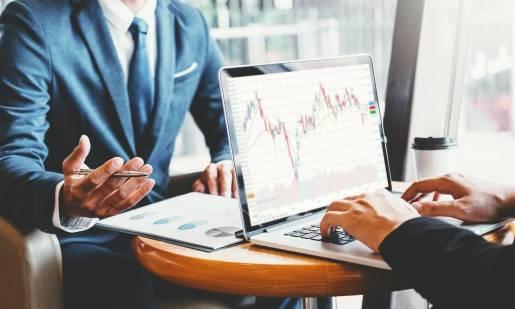 Jak wybrać odpowiedniego brokera przy inwestowaniu w waluty?