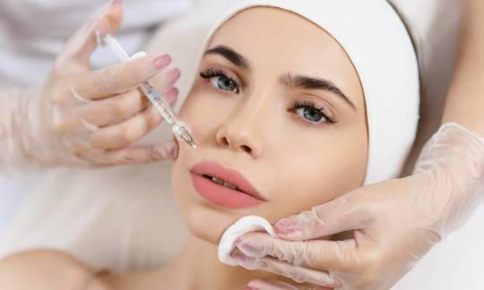O czym trzeba wiedzieć jeszcze przed zabiegiem powiększania ust kwasem hialuronowym?