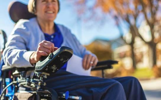 Jak uzyskać refundację na elektryczny wózek inwalidzki?