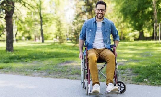 Bezpieczeństwo i komfort poruszania się na wózku inwalidzkim