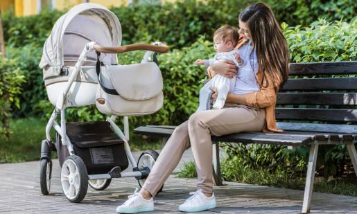 Wakacje z niemowlakiem, czyli przegląd kompaktowych wózków dziecięcych