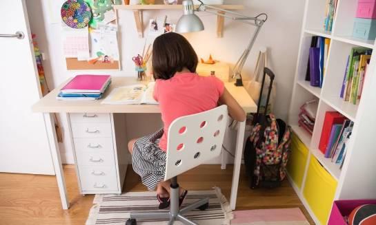 Jak wybrać biurko dla ucznia?