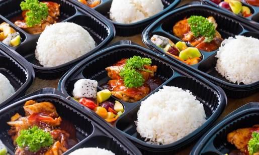 Jak wybrać dobry catering pudełkowy?