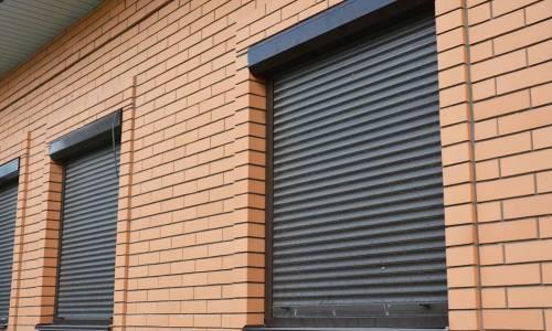 Żaluzje zewnętrzne jako element zabezpieczenia budynku