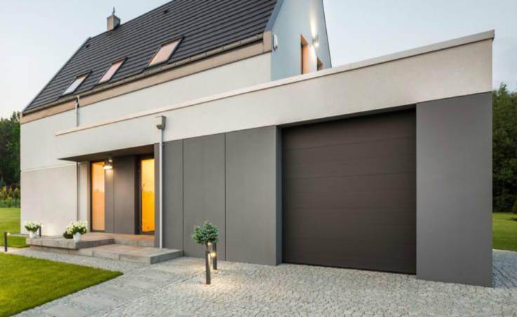 Czy warto zainwestować w antywłamaniowe drzwi garażowe?
