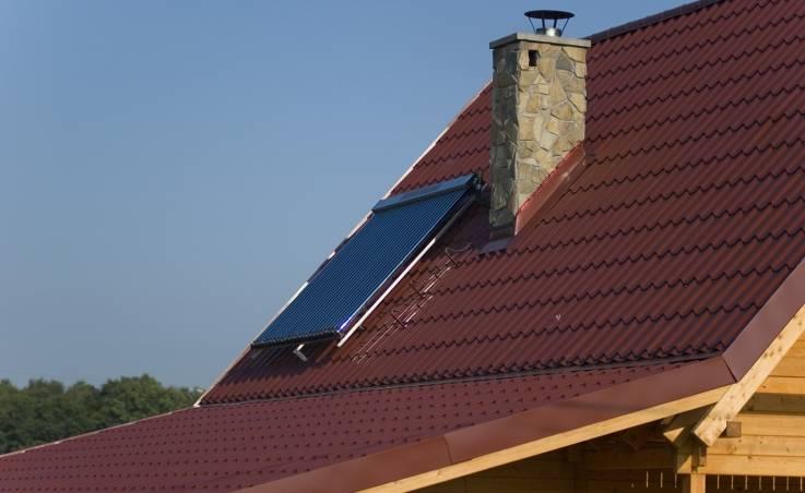 Pokrycie dachowe dla domu z drewna. Na jakie rozwiązanie warto się zdecydować?