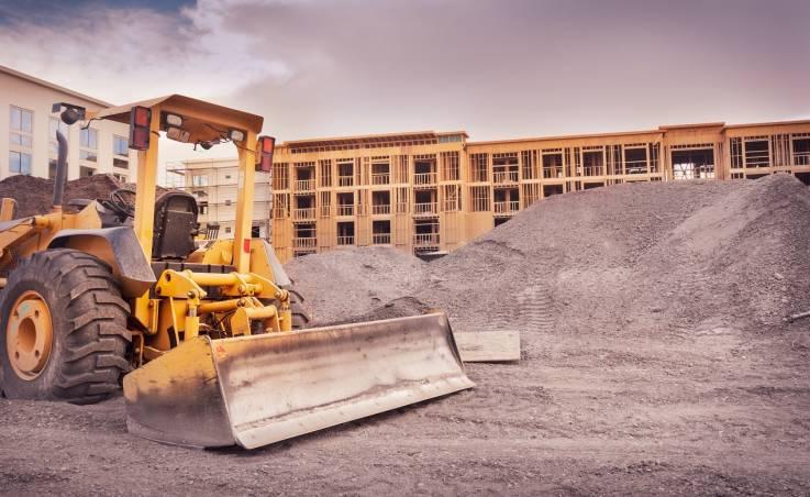 Sprzęt budowlany - zakupić czy wypożyczyć?