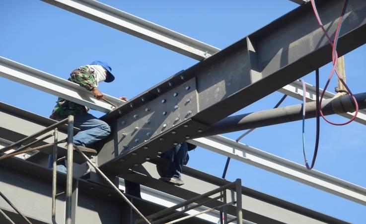 Zalety i zastosowanie konstrukcji ze stali kwasoodpornej