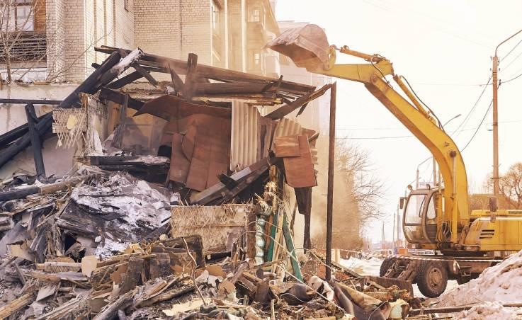 Bezpieczeństwo przy wyburzaniu budynków