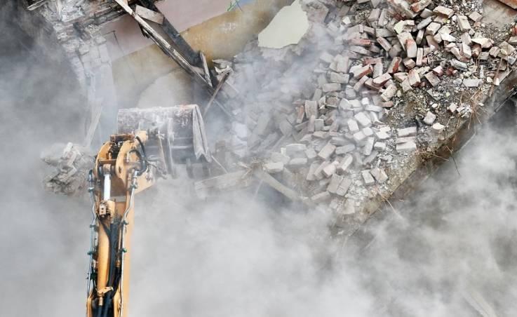 Jak wygląda wyburzanie budynków?