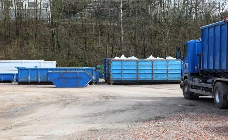 Usługi wywozu odpadów. Jakiej firmie warto zaufać?