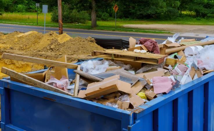 Kiedy warto wynająć pojemniki i kontenery na odpady?