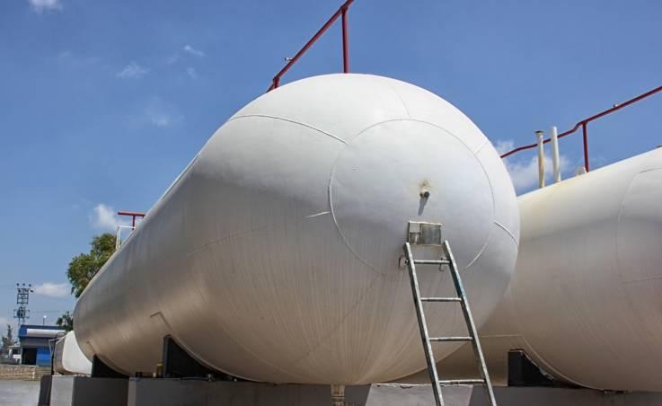 Zbiorniki na paliwo i chemikalia. Jakie standardy muszą spełniać?