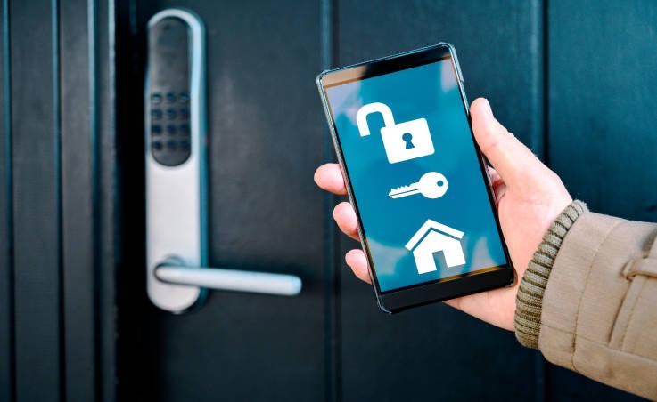 Otwieranie drzwi przy pomocy smartfona. Zalety rozwiązania