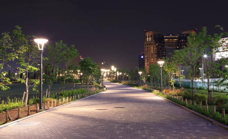 Cechy dobrego oświetlenia parkowego