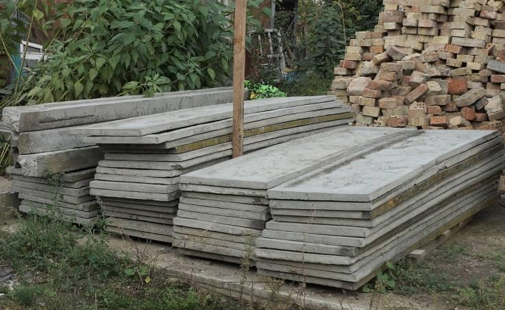 Sposób montażu ogrodzeń z prefabrykowanych paneli betonowych