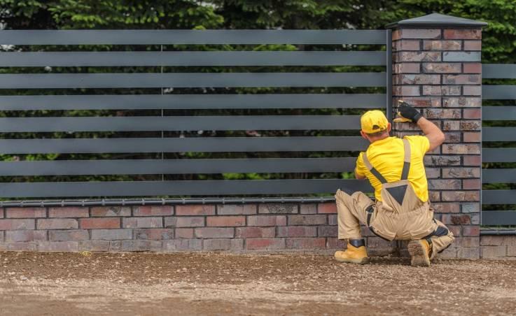 Czy wzniesienie ogrodzenia wymaga specjalnych pozwoleń?