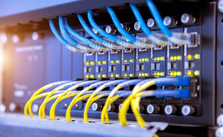 Jaką funkcję pełni złącze kablowe w instalacji elektrycznej?