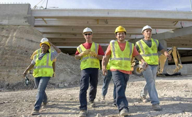 Jakie ciuchy robocze sprawdzą się w branży budowlanej?