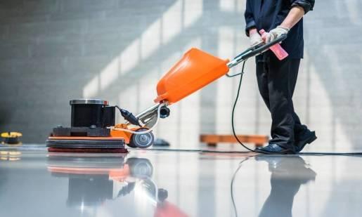 Przegląd ciekawych maszyn do czyszczenia dużych powierzchni podłogowych
