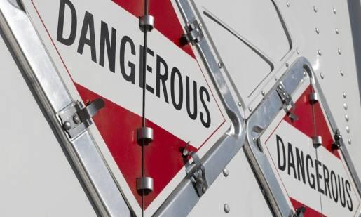 Najważniejsze zasady dotyczące składowania towarów niebezpiecznych