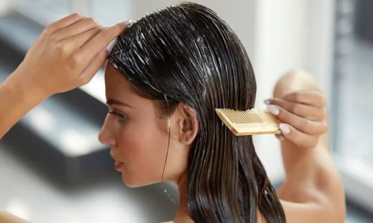 Naturalne sposoby na mocne i lśniące włosy