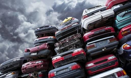 Czy zezłomowane auto trzeba wyrejestrować w wydziale komunikacji?