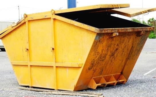 Dlaczego warto wynająć kontener na odpady?
