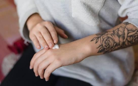 Krem czy masło do tatuażu? Najlepszy kosmetyk do pielęgnacji skóry