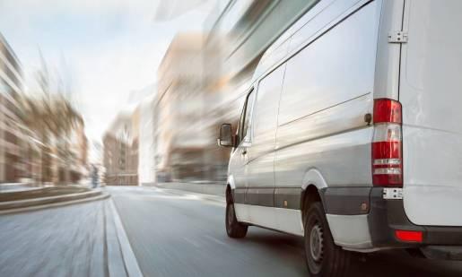 Jakie wymogi trzeba spełnić, aby móc wypożyczyć samochód dostawczy?