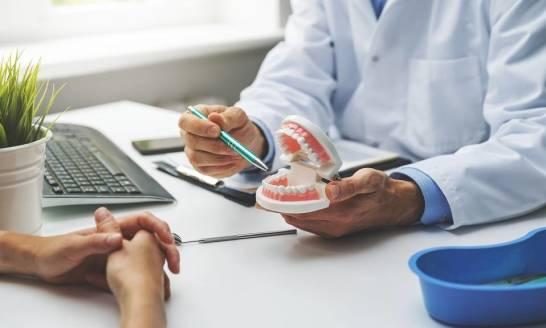 Jak prawidłowo dbać o zęby, aby uniknąć częstych wizyt u stomatologa?