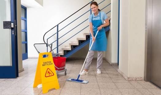 Jak wybrać firmę do sprzątania przestrzeni wspólnoty mieszkaniowej?