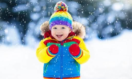 Jak ubrać dziecko ciepło na zimę?