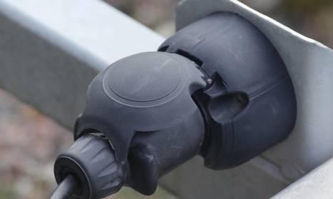 Jak prawidłowo podłączyć gniazdo przyczepy samochodowej?