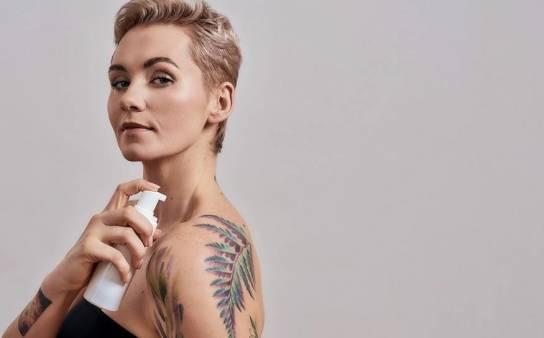Czego trzeba unikać przez pierwszy miesiąc po zrobieniu tatuażu?