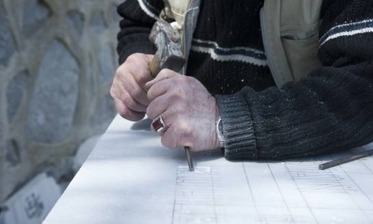 Metody odnawiania liter na grobach