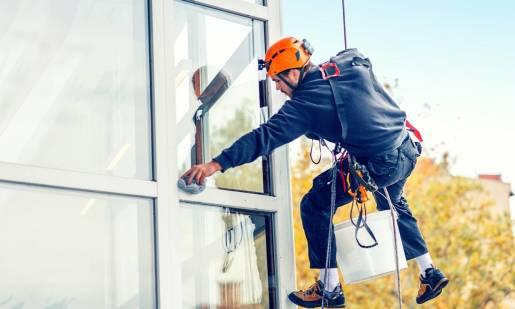 Sprzęt i akcesoria niezbędne przy pracy na wysokości